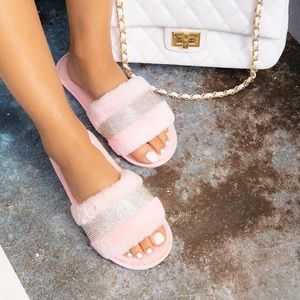Pink fur rhinestoned sandal